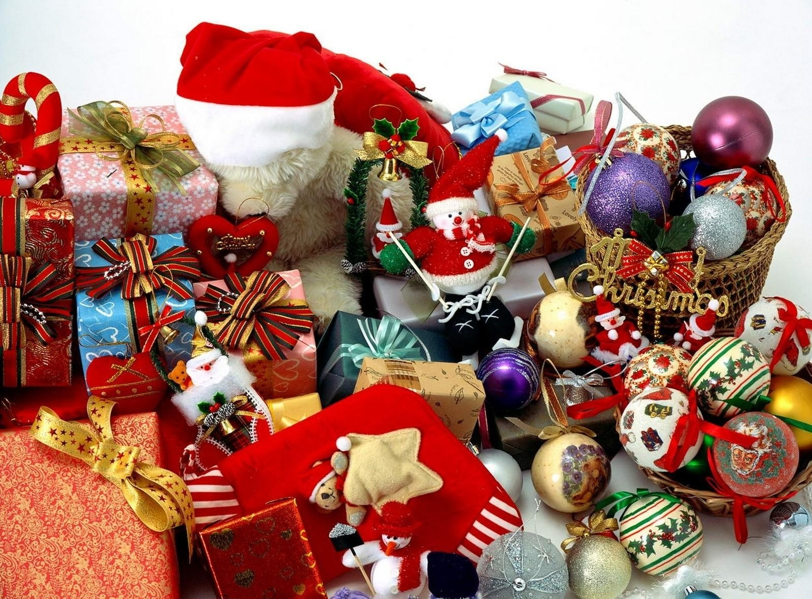 gifts_many_christmas_holiday_christmas_toys_44930_1600x1180